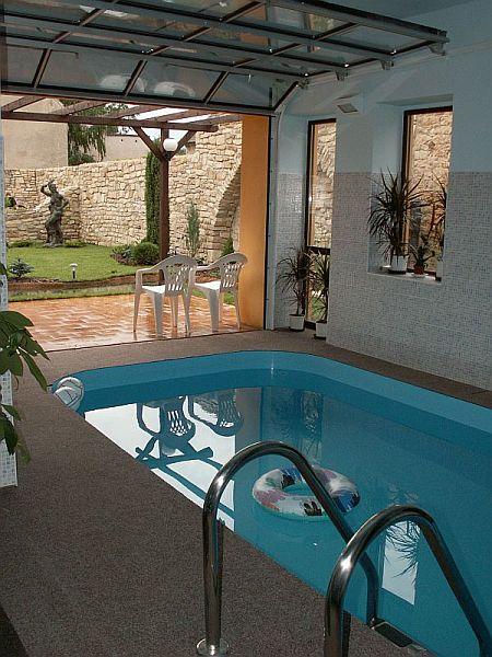 Procházíte obrázky z článku : Hotelový bazén